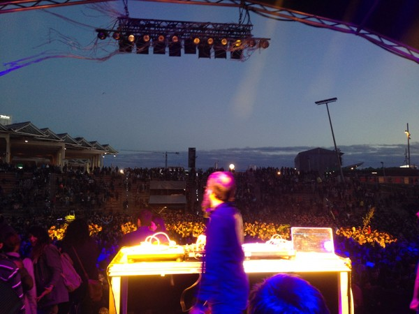 DJ Coco doing what he is best at: closing down Primavera Sound 2014. (Photo: Alexander Mayor)