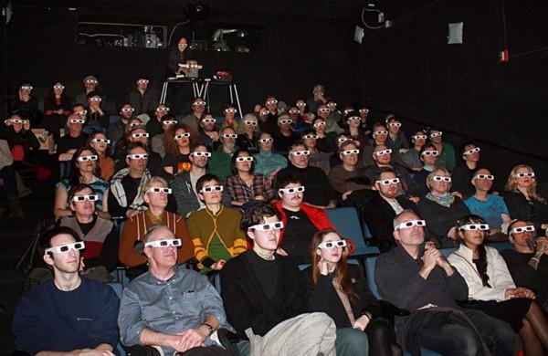 """Filmvorführung von Danielle de Picciotto Film """"Not Junk Yet - The Art of Lary 7""""  im Januar 2015 in New York City,  (Danielle de Picciotto und Alexander Hacke  sind ganz hinten links im Bild) (Photo: Gray Ray)"""