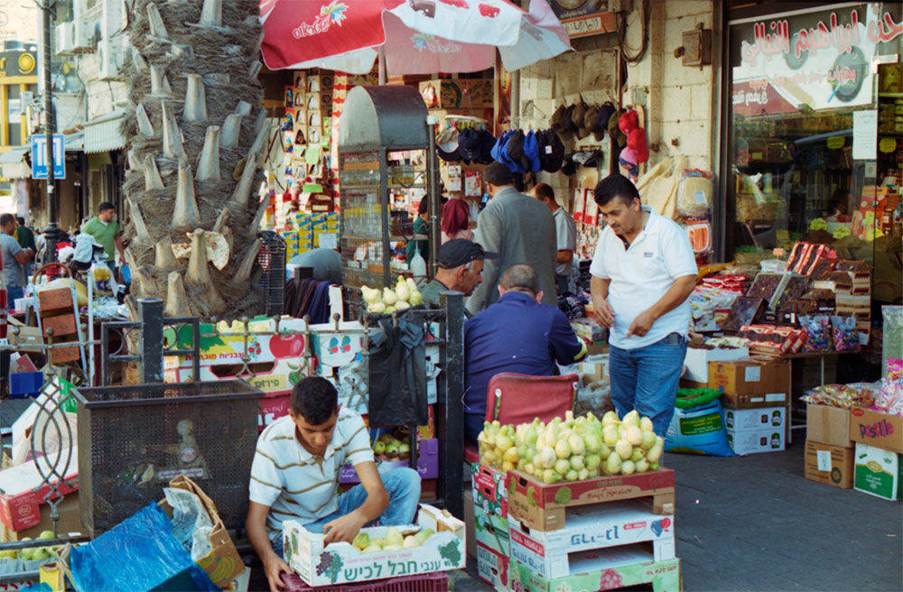 palae_018_men-in-the-streets-ramallah