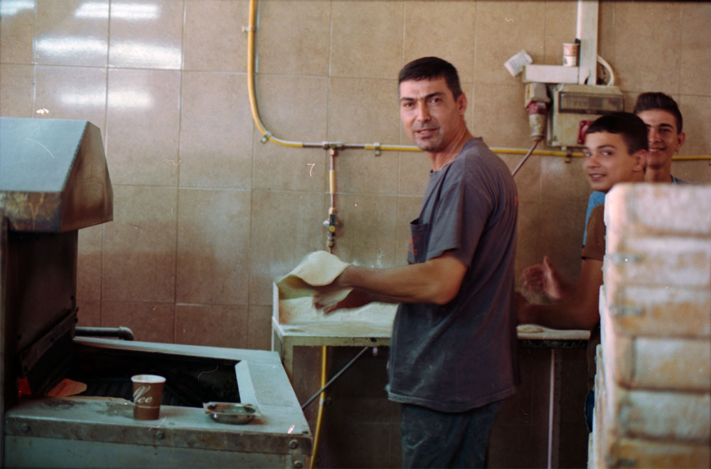 palae_019_men-baking-jenin