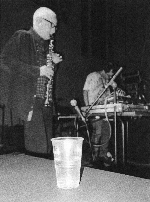 Fester Bestandteil des Festivals: Eupener Bier. Im Hintergrund: Geddes M. Gengras (rechts) mit freundlicher Unterstützung von Jon Gibson.