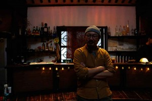 Younger-in-seiner-Bar-Cao-Tang