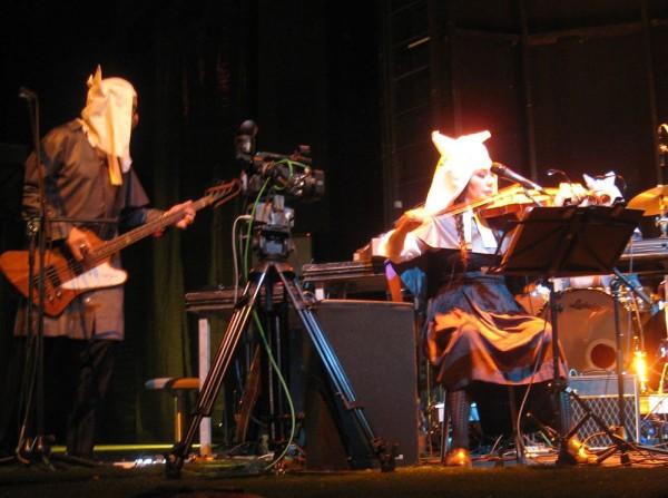 Aufführung der Republik der Wölfe an der Volksbühne, Berlin,  2013