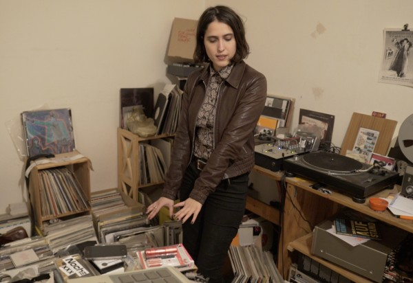 Dancing with her records (Photo: Thomas Venker)