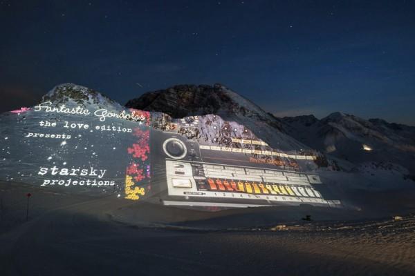 "Moment: Meine ""Synth Stills"" in 2350 m Höhe am Berg projiziert zu sehen. (Fantastic Gondolas in Lech)"