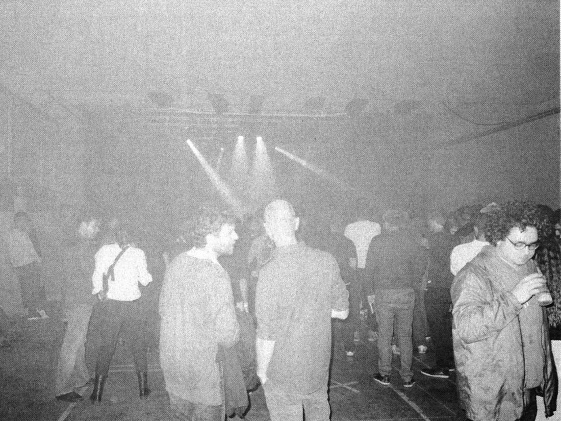 Publikum bei einem DJ-Set von Bruce.