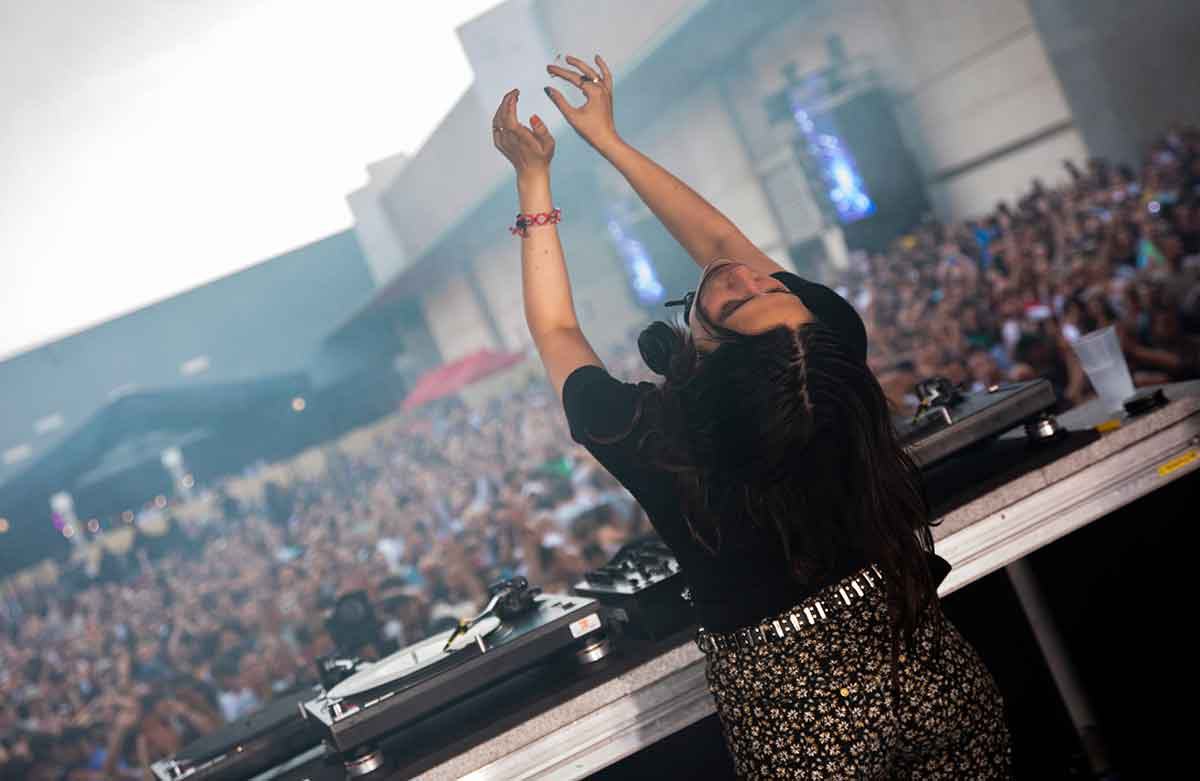 on the dance floor – and Katja obviously behind her on stage.